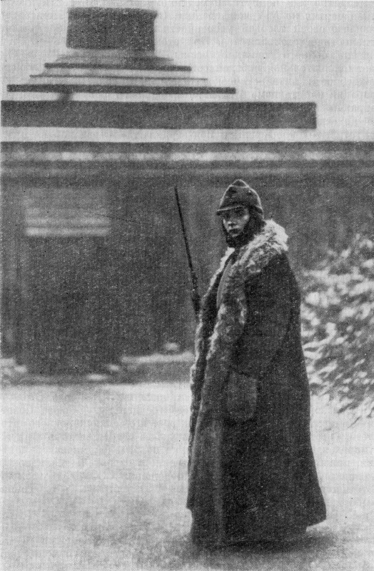 789677 На посту у Мавзолея В.И.Ленина