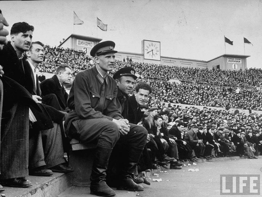 30966 На футбольном матче в Москве Margaret Bourke-White 41