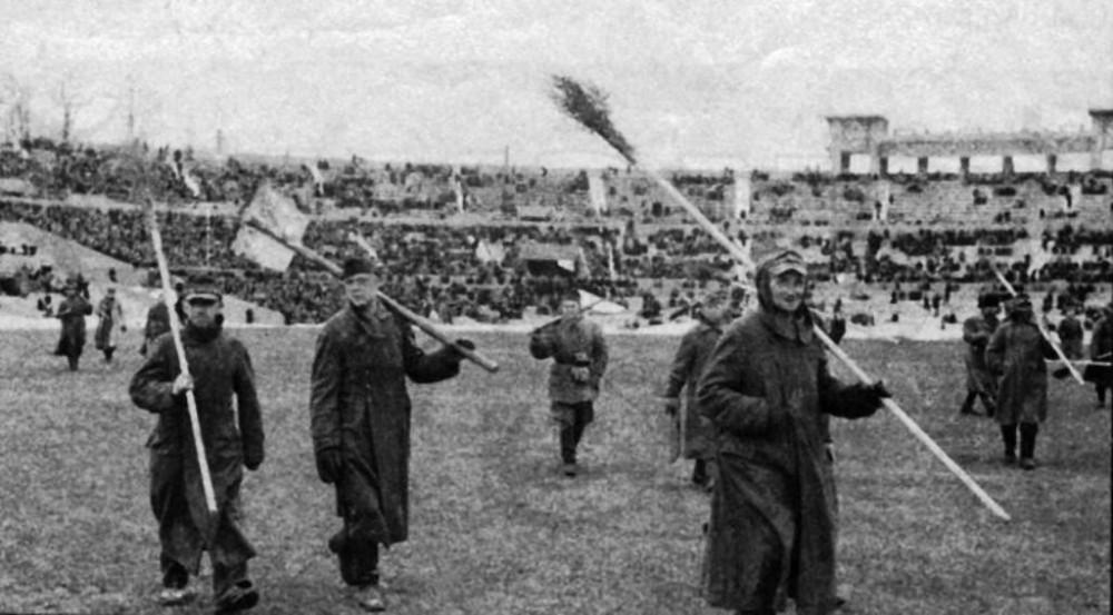 93124 Пленные немцы на стадионе _Динамо_