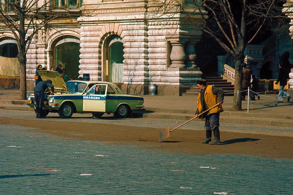 798160 Дворник на Красной площади