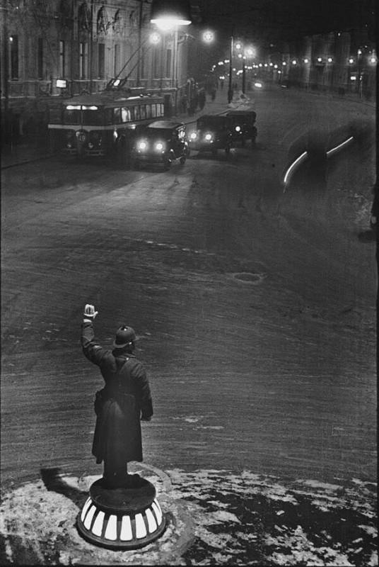 733696 Милиционер-регулировщик ночью на Арбатской площади