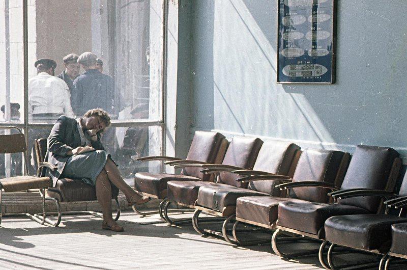 В зале ожидания аэропорта Внуково