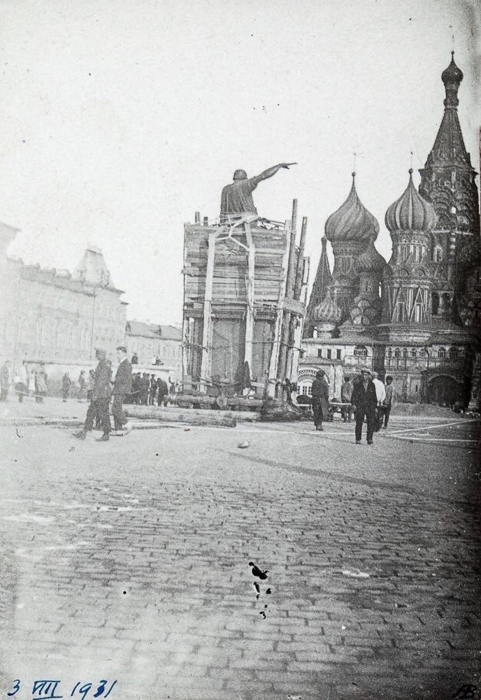 813376 Передвижка памятника Минину и Пожарскому