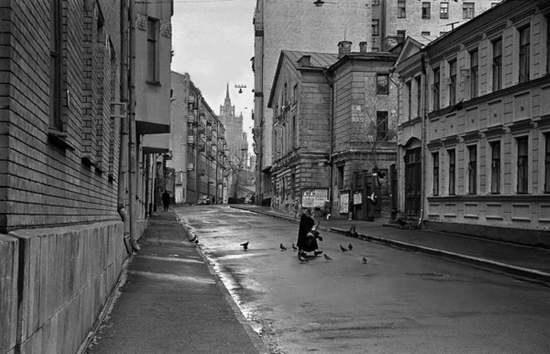 Бабушка и голуби Михайлова, переулок, Барыковский