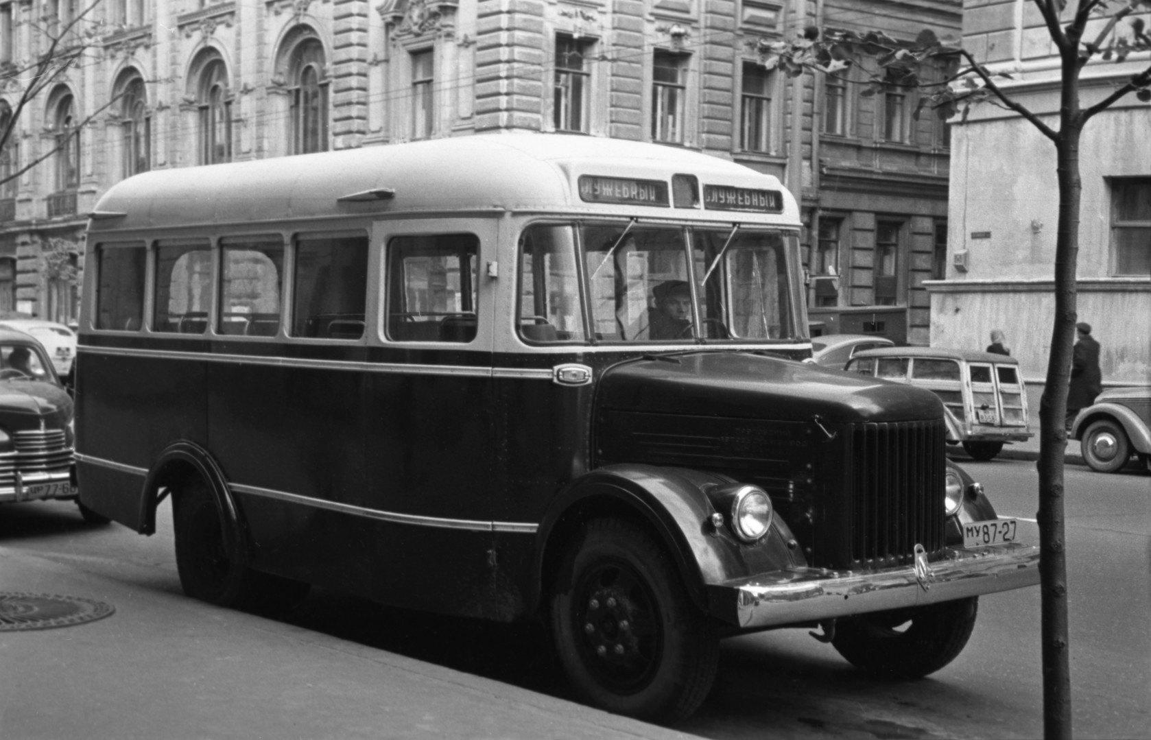 864657 Автобус ГЗА-651 на Неглинной улице