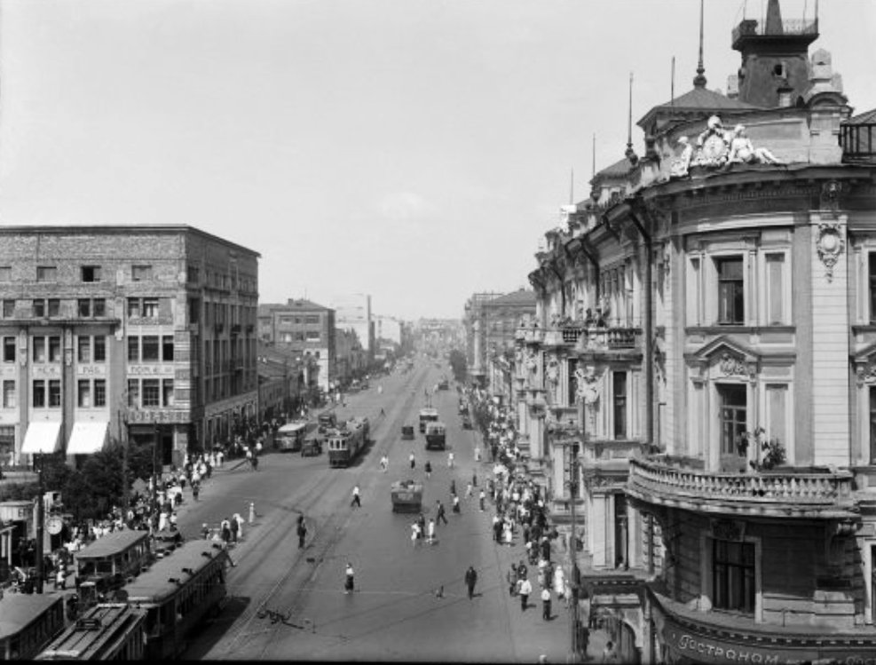 6707 Улица Горького. Вид от площади Маяковского