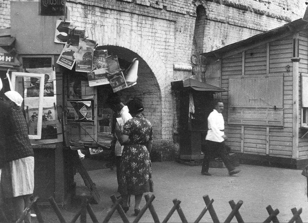 Книжная торговля у Китайгородской стены James, 1930х, Богословской, башни, DeCou, Книжная, Ремонт, 1920х, лавка