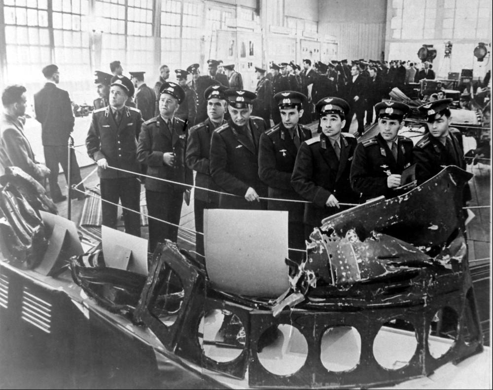 596288 Выставка остатков сбитого американского самолёта в ЦПКиО