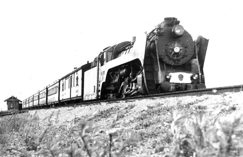 877018 Поезд _Красная Стрела_ на въезде на станцию Крюково