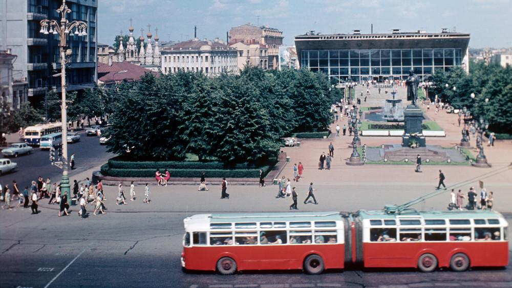 697188 Вид на Пушкинскую площадь 67 В.Семьянова