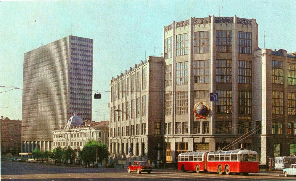 890049 Центральный телеграф, здание театра имени М. Н. Ермоловой и 22-этажная гостиница _Интурист 75_