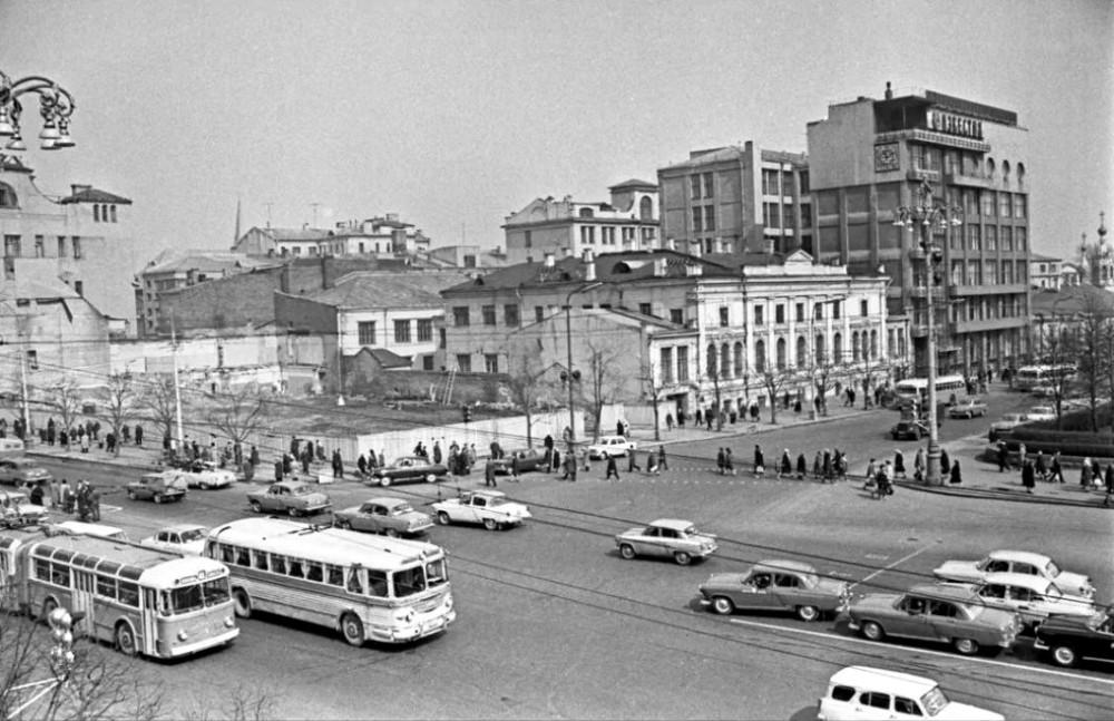 В. В. Ахломов 70