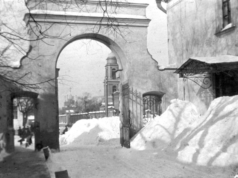 900314 1-я Мещанская улица, 64. Вид из ворот Ольгинской детской больницы