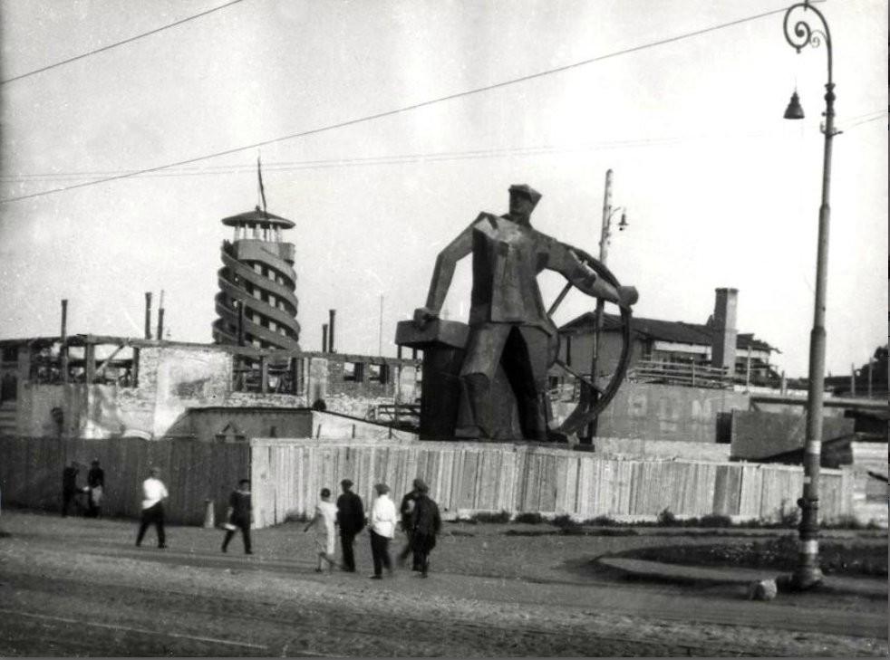 Крымский Вал возле Парка им.  Горького 29