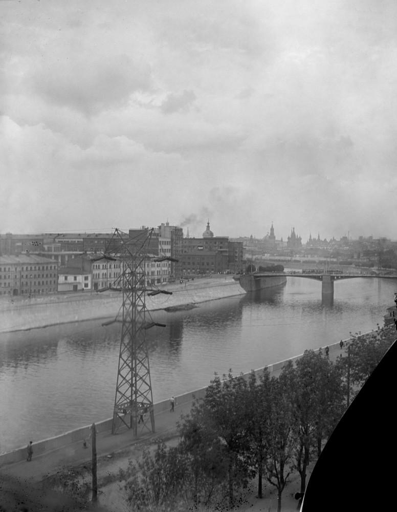 8. 855497 Вид с Котельнической набережной в сторону Кремля кон. 30-х