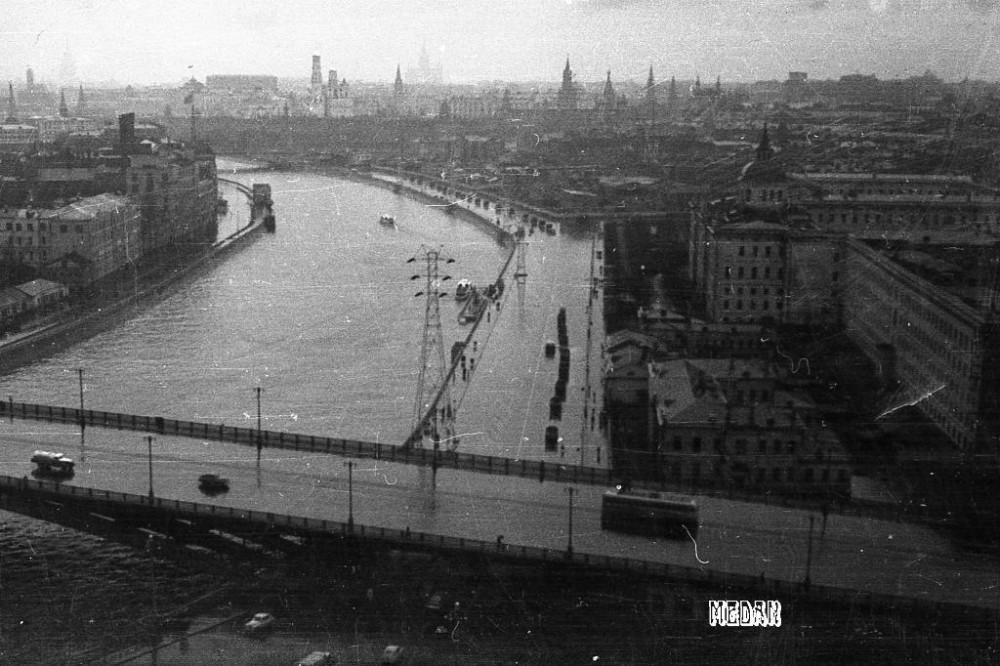 9. 2095 Вид на Москворецкую набережную с 17-го этажа высотки 57 Медведев А. М