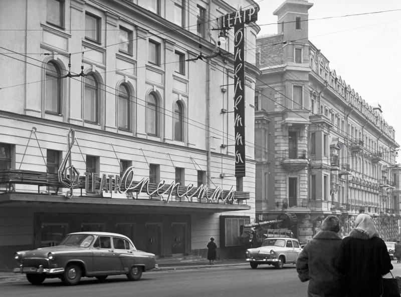 938261 Театр оперетты