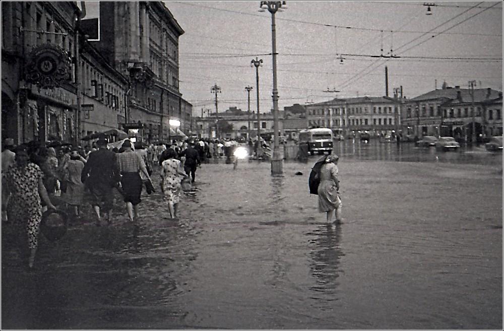 1091546 Калужская площадь. Дождь прошёл