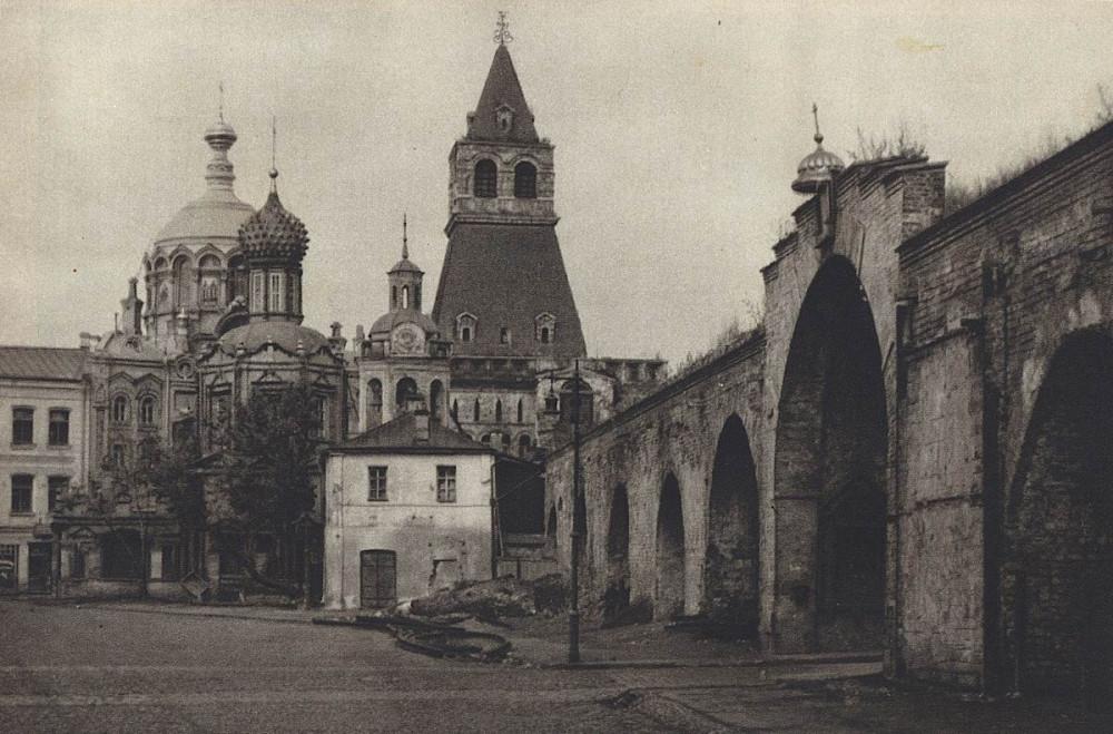 63625 Никольская башня Китай-города и церковь Владимирской Божией Матери