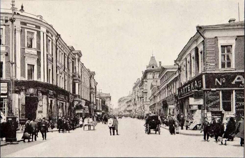 Тверская у Сов. площади