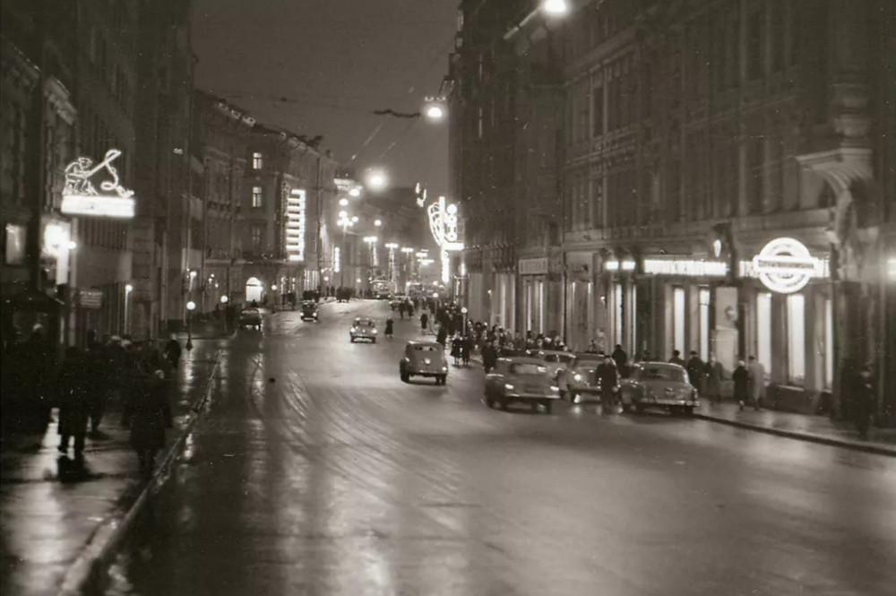 1963. Улица Петровка 1