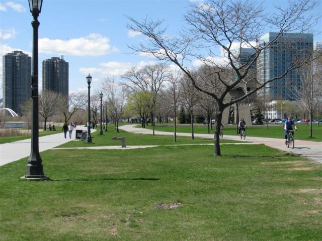 Вид вдоль парка