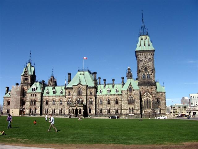 Другое здание парламентского комплекса