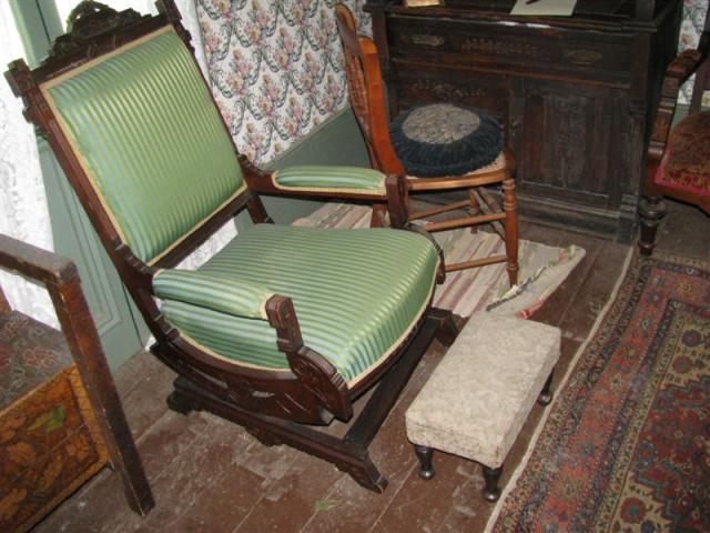 Необычное кресло-качалка.