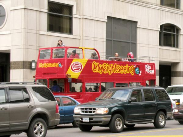 58. Экскурсионный автобус.