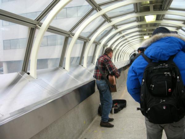 70. В переходе от станции метро в торговому центру Yrokdale