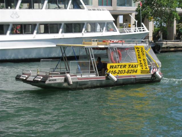 Такие такси ходят от Harbour Front на Toronto Island