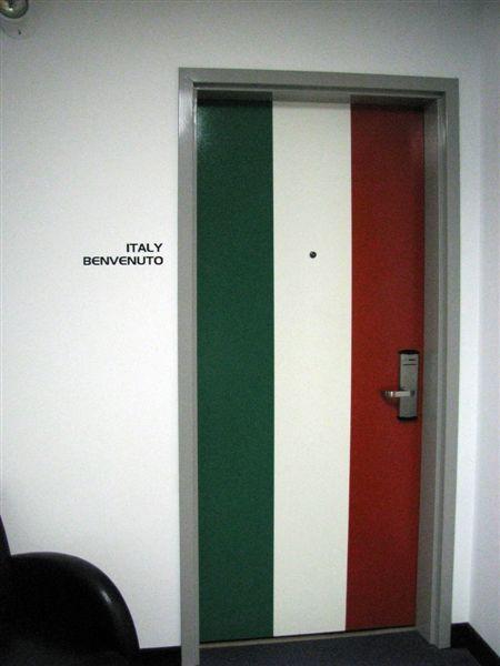 Вход в итальянский номер