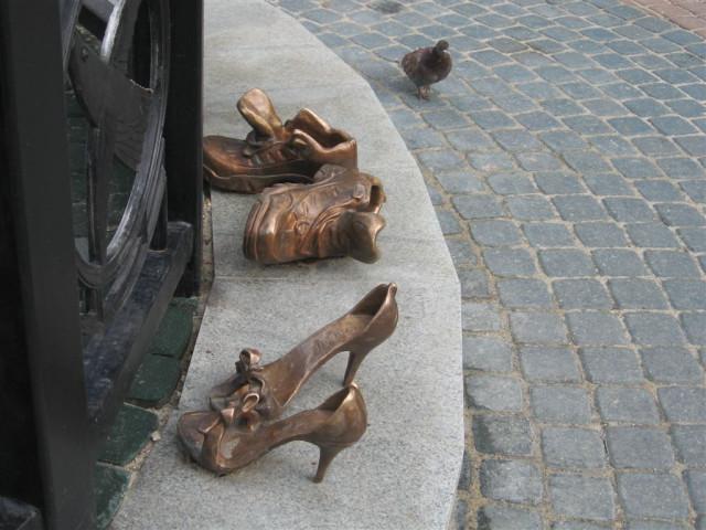 ... и их обувка.