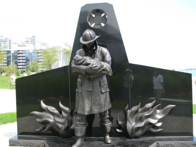 Памятник пажарным.