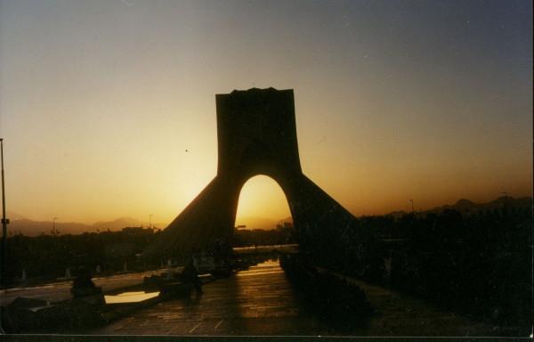 7-Иран (36) Тегеран пл.Азади восход
