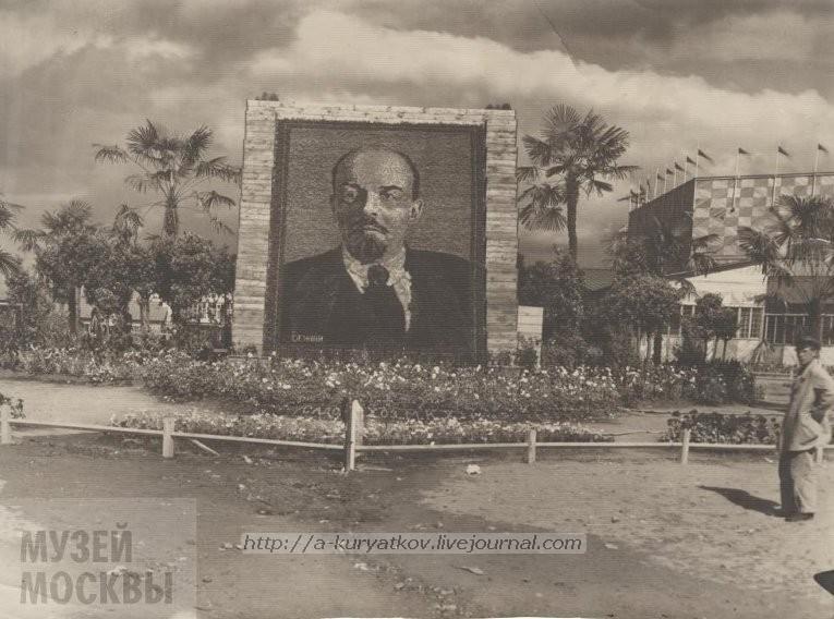 Портрет Ленина из цветов