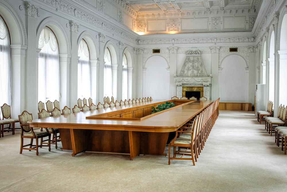 bel-livadijskij-dvorec-krym.jpg