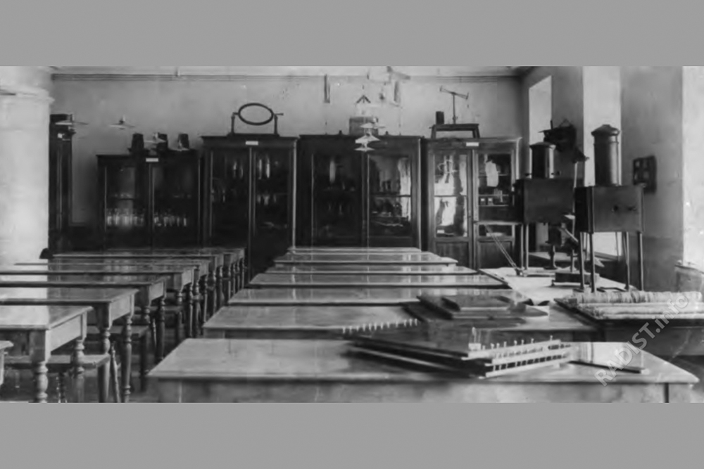 Fizicheskii-kabinet-Minnogo-ofitserskogo-klassa.-Kronshtadt_001.jpg