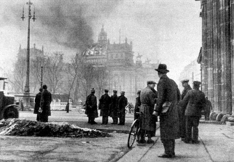 Reichstag in flames-6