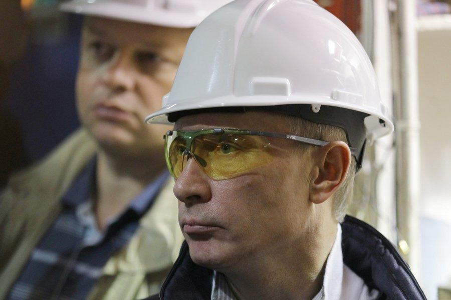 Putin-v-kaske