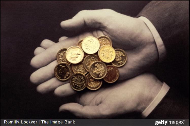Money_in_hands