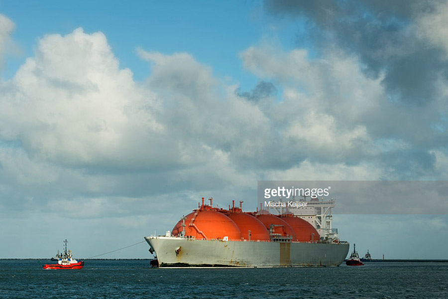 Liquid natural gas tanker