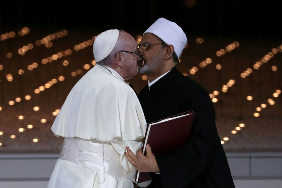 Pope_Francis_kiss