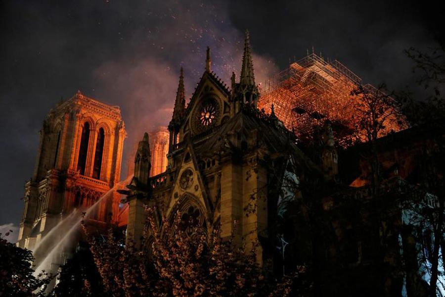 Notre-Dame-Burns