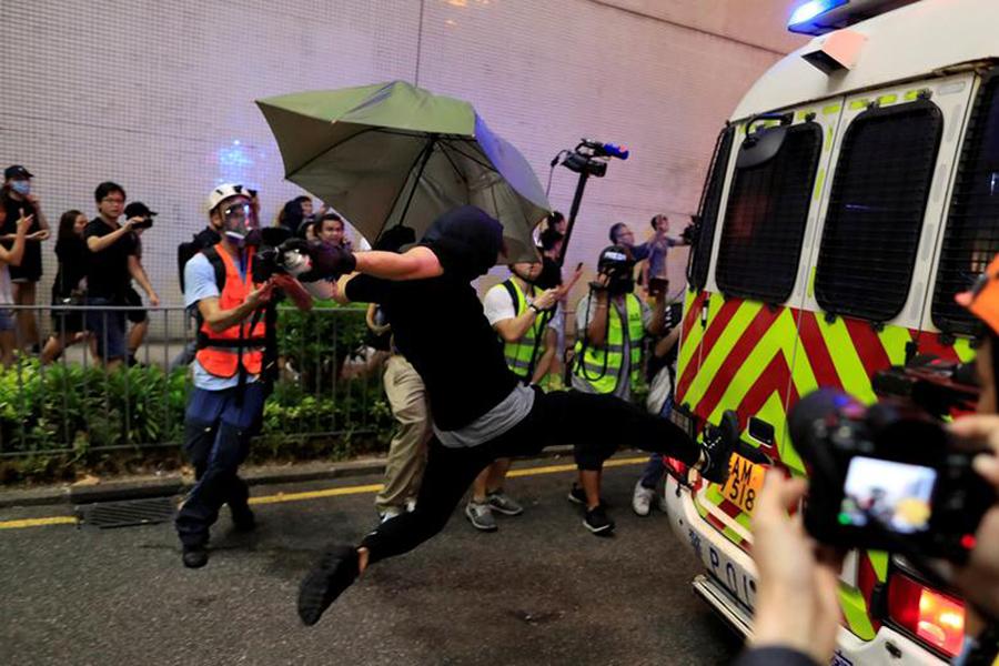 HK-Protester-Kicks
