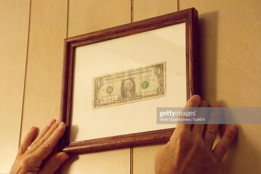 Dollar-Frame