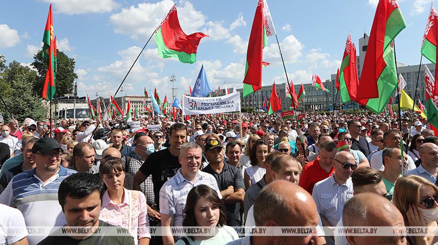 Minsk-Independent-Square-2