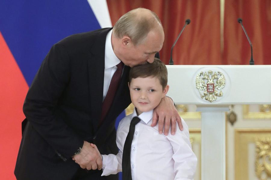 Boy-Putin-TASS_