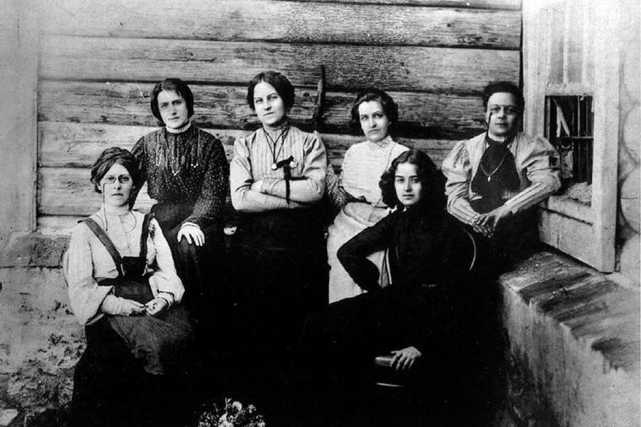 Women-1900