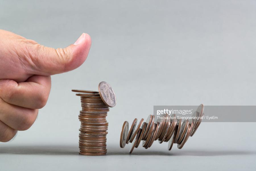 О веском поводе для гордости за Путина falling-Coins